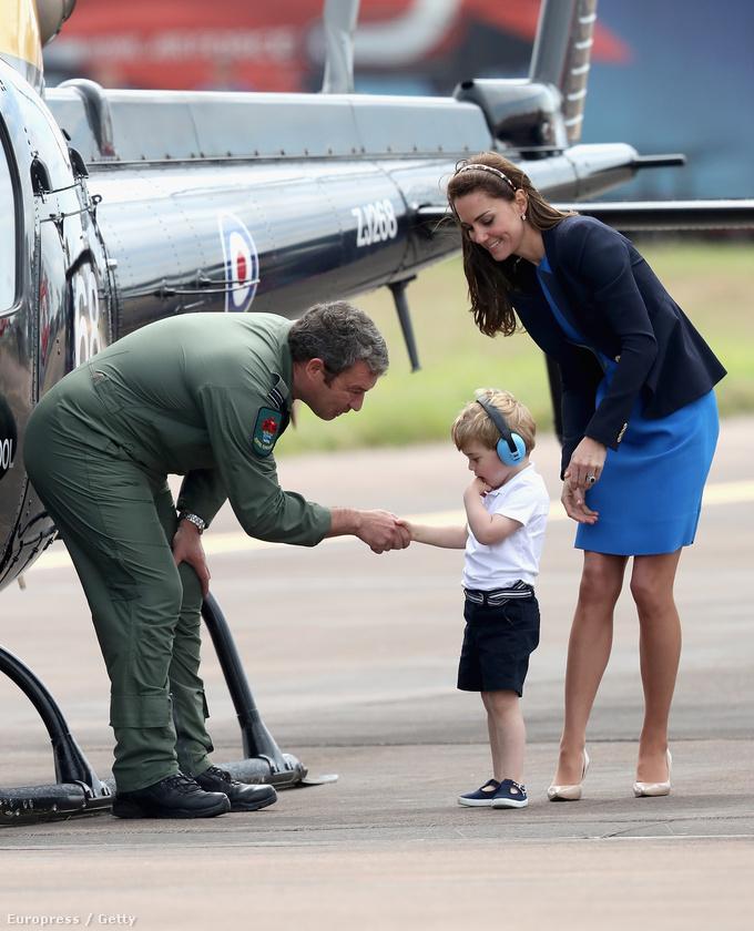 De a lényeg, hogy ne csodálkozzon, ha 15 év múlva György herceg már maga vezet egy ilyen repülőgépet.
