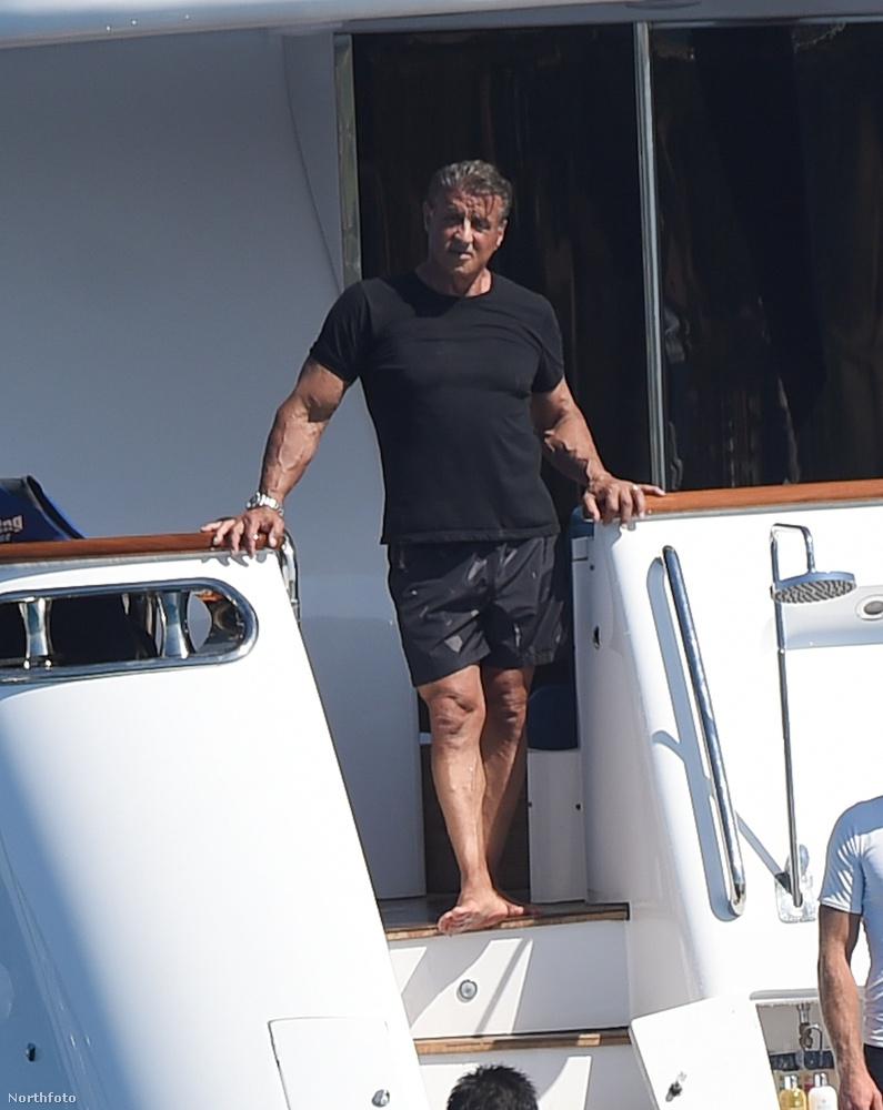 Ahogy azt nemrég meg is írtuk, Sylvester Stallone épp egy luxus yachton pihen a családjával