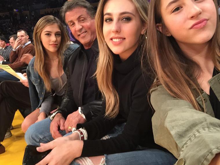 meg a három lányát,