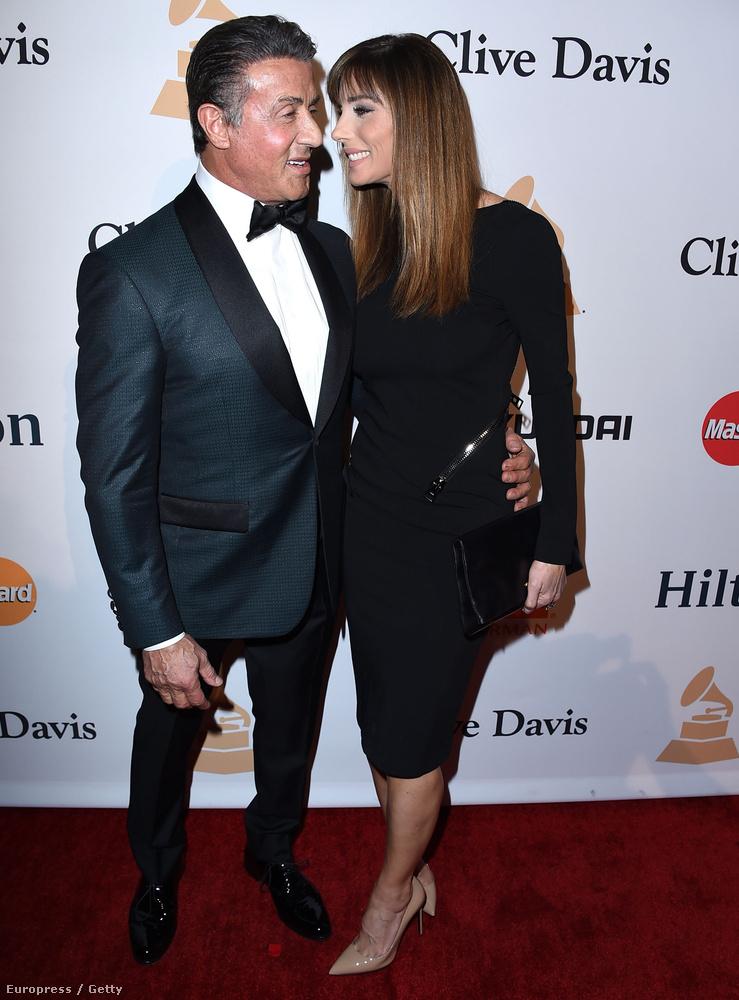 A 70 éves színész most is összegyűjtötte feleségét,Jennifer Flavint,