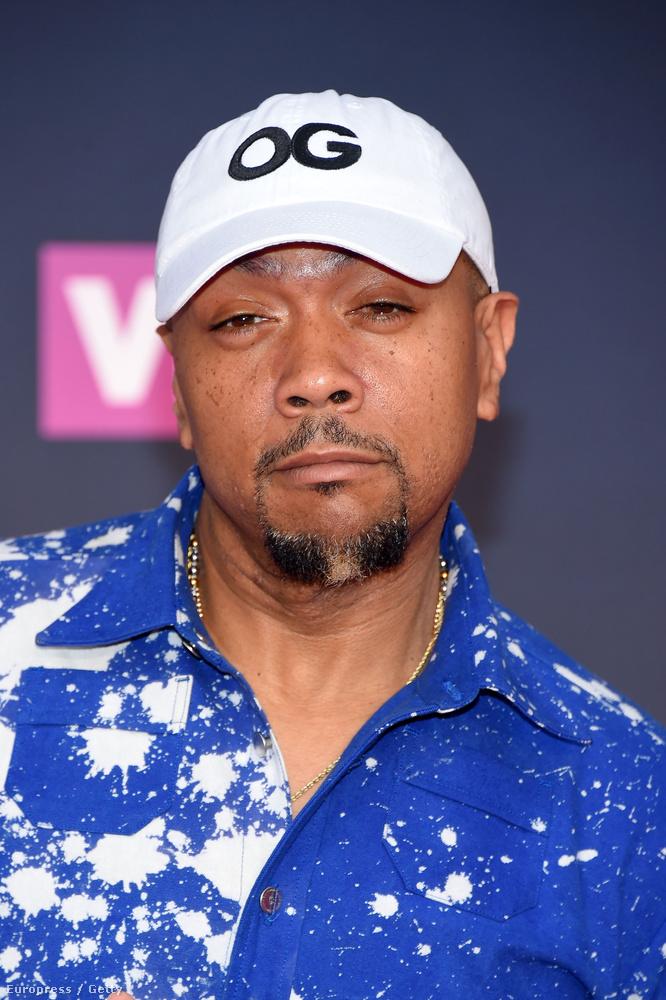 Timbaland Busta Rhymes-szal ellentétben nem nagyobb lett, hanem mintha egy kicsit fogyott volna, de ezen felül sokat nem változott a hip hop-producer.