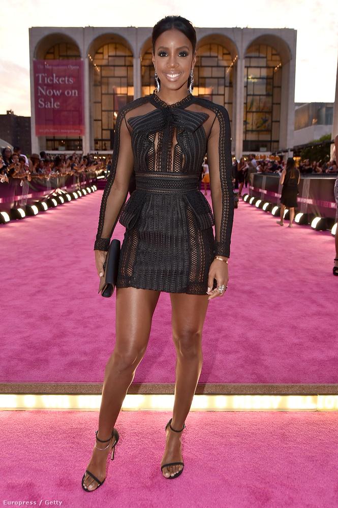 A Destiny's Childből ismert Kelly Rowland viszont nagyon szépen visszanyerte alakját szülése után, és ugyanúgy néz ki, mint együttese fénykorában, mikor még Beyoncé mellett ugrált.