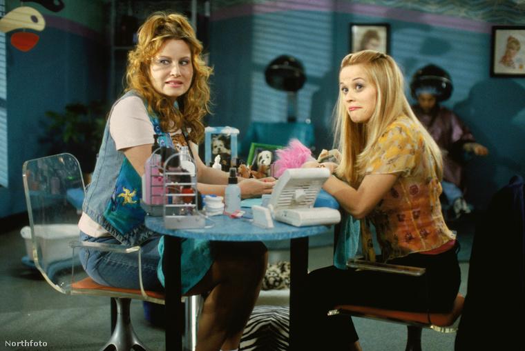 A film sikere ellenére a bemutatása után egy évvel Reese Witherspoon egy interjúban azt nyilatkozta, hogy még mindig nem látta a Doktor Szöszit