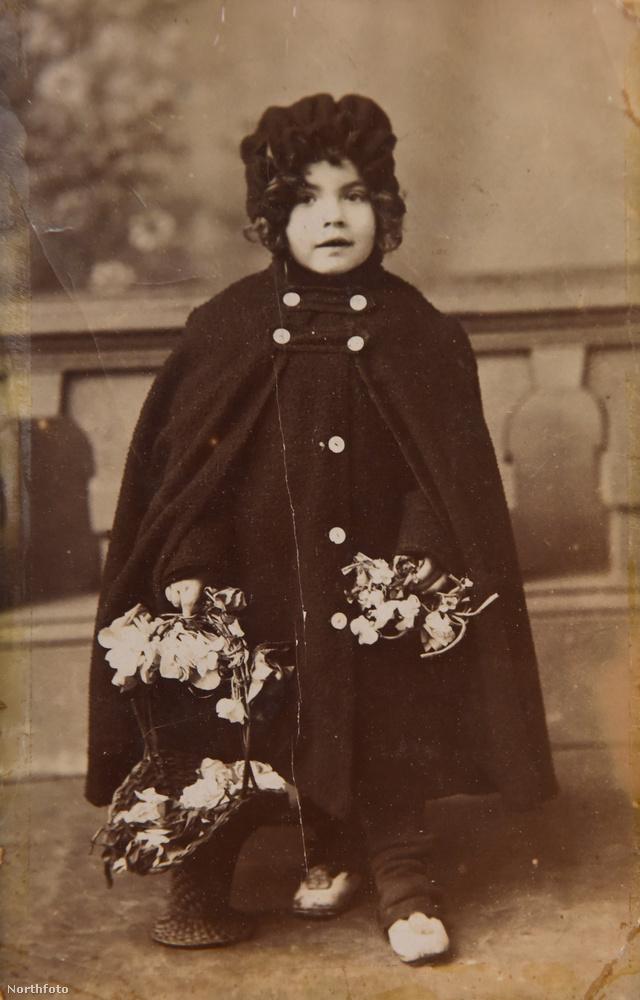 Ezen a képen mindössze három éves, 1906-ban készülhetett a fotó.