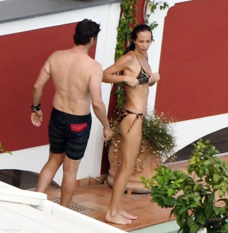 A fotók július 11-én, hétfőn készültek, amikor hoteljük úszómedencéjénél lazítottak.