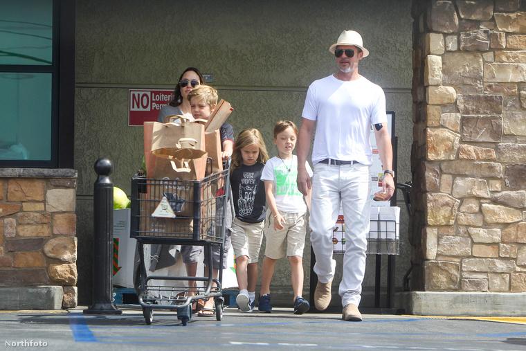 Ehhez képest nemrég bevásárlás közben készült róluk néhány kép,