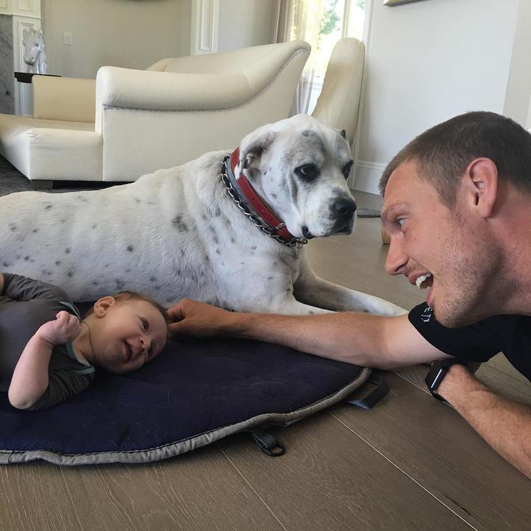 Nick Carter leginkább családjával foglalkozik - újszülött fiával és kutyájával