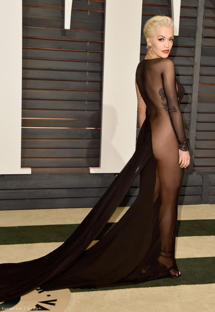 ...egészen hasonlóban, mint Rita Ora.                         De ez még semmi!
