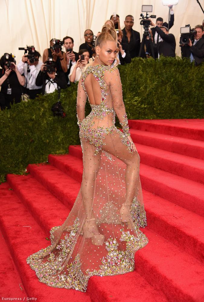 ...és Beyoncé a másik.