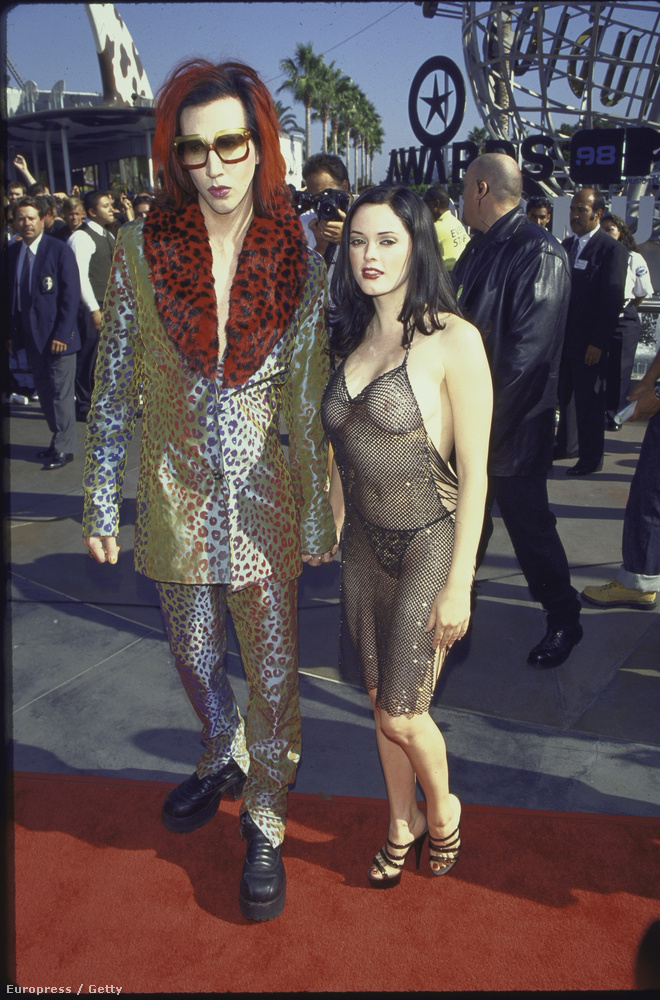 A színésznő, aki akkoriban Marilyn Manson barátnője volt, gyakorlatilag mindent megmutatott magából.