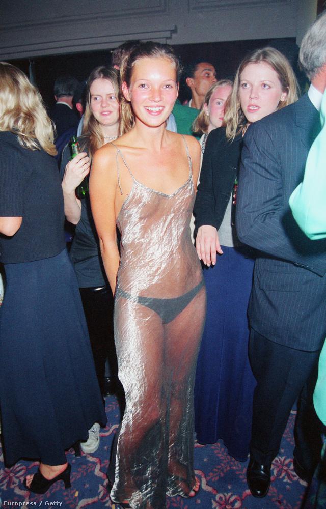 A sort Kate Moss folytatta 1993-ban az Elite modellügynökség partiján.