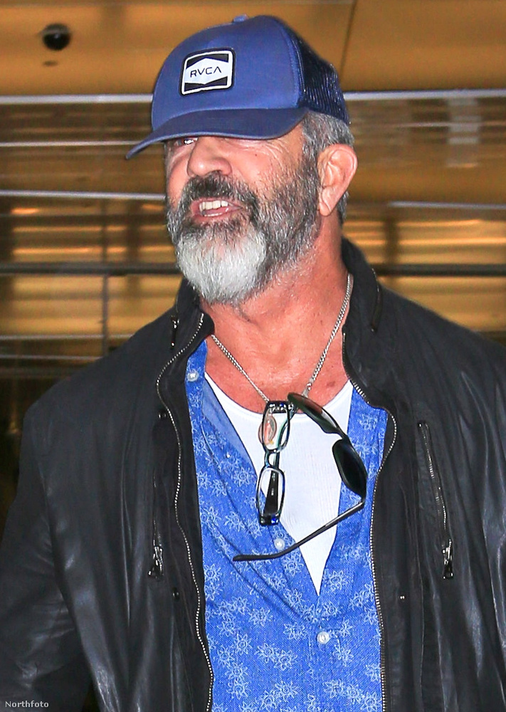 Mel Gibsont a napokban a Los Angeles-i reptéren látták meg a lesifotósok
