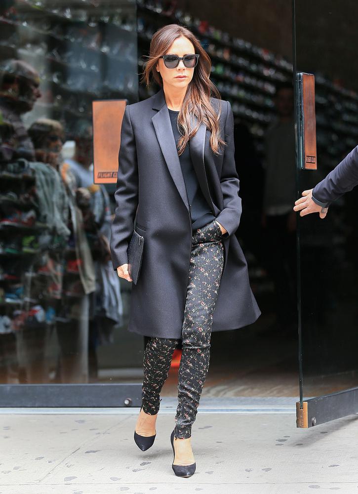 Victoria Beckham olyannyira a divatnak él, hogy nemcsak ruhákat értékesít, hanem tervező is lett