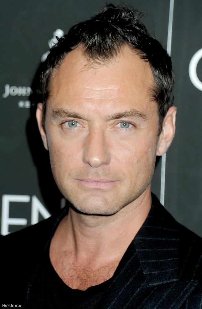 A 43 éves színész így néz ki napjainkban, a haja láthatóan ritkult, az arca pedig a korához mérten öregedett