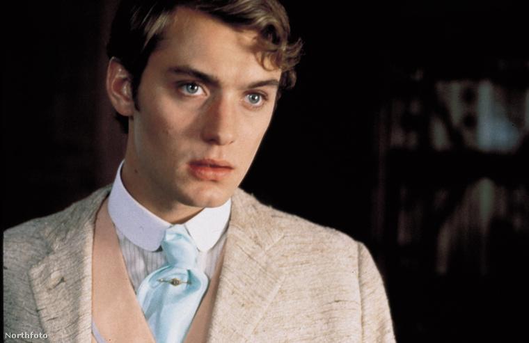Jude Law 1997-ben az Oscar Wilde-ról készült film mellékszereplője volt 25 évesen, ez a fotó a film egyik képkockája