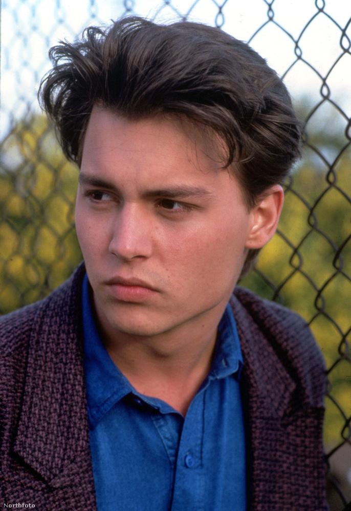 Johnny Depp 1984 óta színészkedik, több tévésorozatban is szerepelt, többek közt a 21 Jump Street-ben.