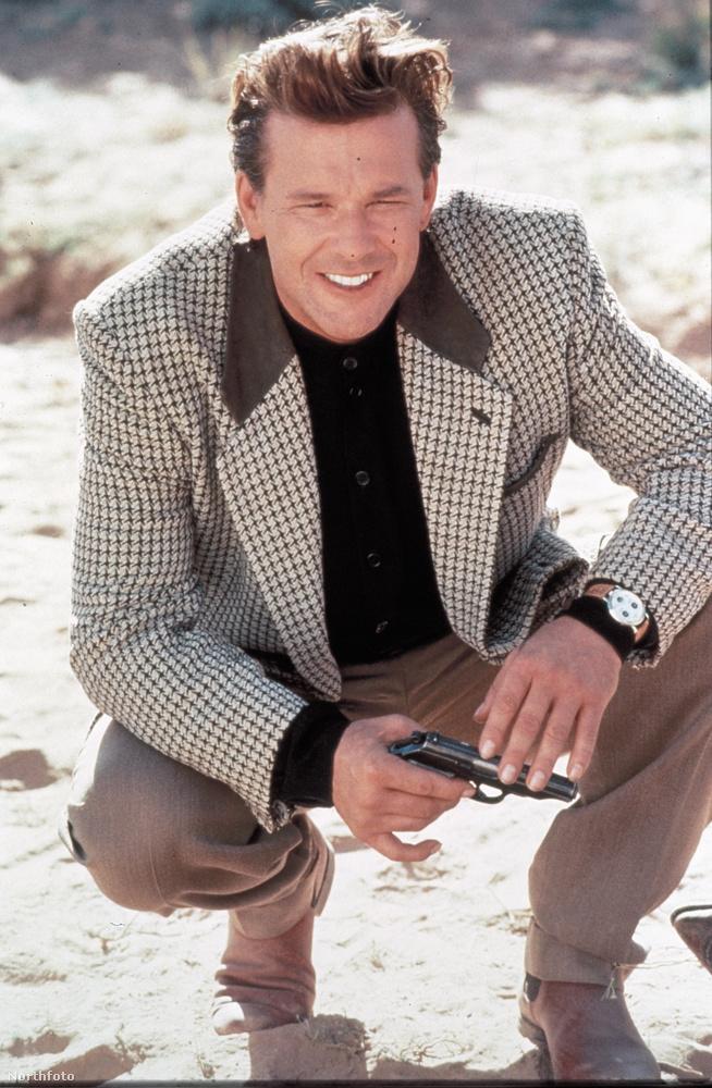 Mickey Rourke az egyik legjóképűbb színésznek számított a '80-as, '90-es években, ez a fotó az 1992-es Fehér sivatag című film egyik jelenetéből van.