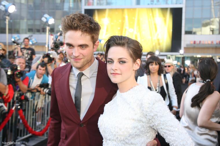 Kristen Stewart & Robert PattinsonA Twilight-filmek két sztárja Hollywood legnépszerűbb párjai közé tartozott 2012-ben, amikor robbant a bomba, hogy Stewart lefeküdt egyik filmje rendezőjével