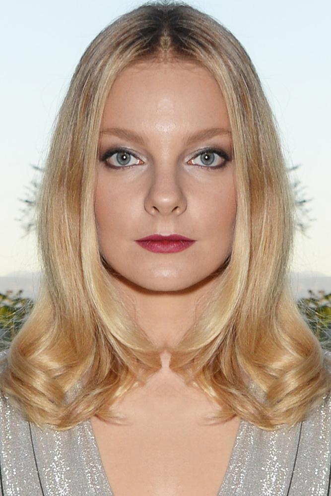 Kijelenthetjük, hogy a modellnek a bal arc duplikálásával is ugyanolyan esélyei lennének a világhírnévre, mint az eredetivel.