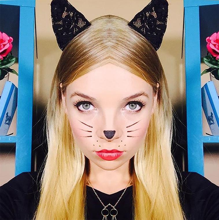 A macskaság a bal arc tükrözésével sem múlik el, sőt, ehhez a jelmezhez kifejezetten az így átalakított fizimiska dukál