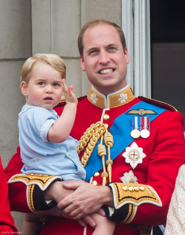 A brit szokásjog szerint a hercegi cím nem öröklődik, így a neve nem Cambridge hercege, hanem csak György cambridge-i herceg.