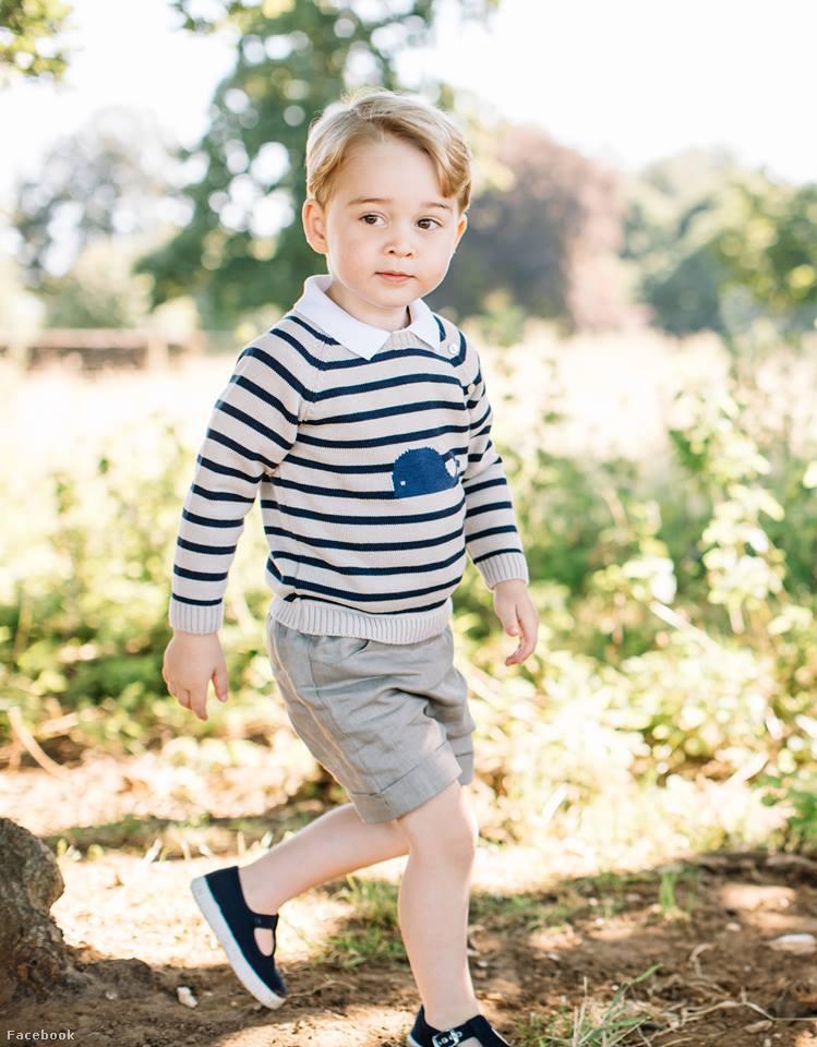 A Kensington Palota friss fotókkal ünnepli a Facebookon                          a herceg születésnapját: György herceg hároméves lett.