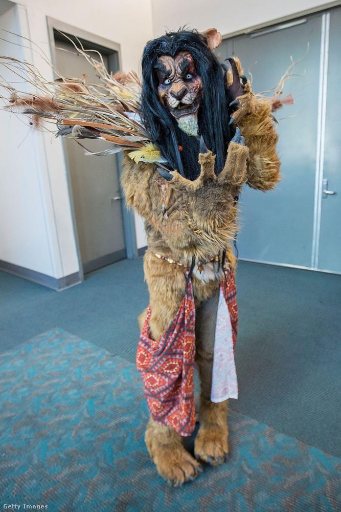 Az oroszlánkirályból Mufasa láthatóan mérges