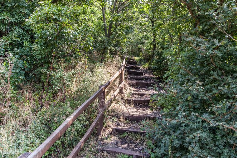 Akit hidegen hagynak a kőzetek, az is menjen el ide, mert egy kis lépcsőzés után...