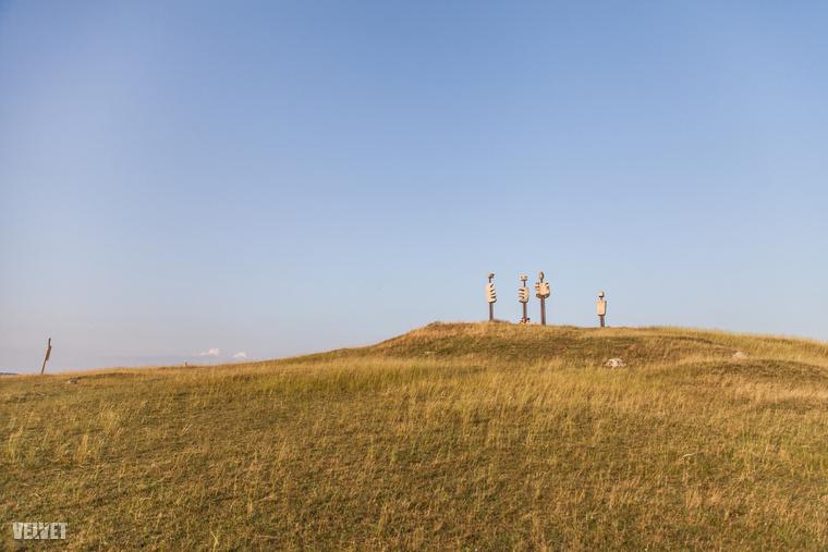 De mik ezek az ufószerű szobrok, és hogy kerülnek ide?!