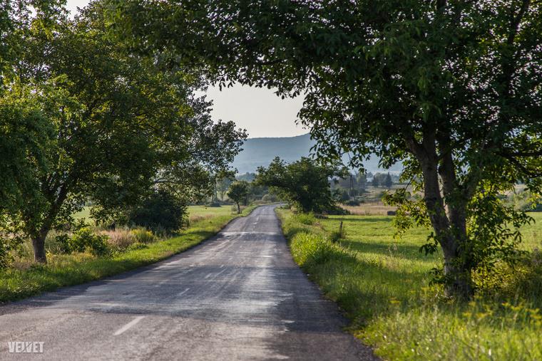 Csak pár kilométerre van Révfülöptől, de ez már egy teljesen más világ