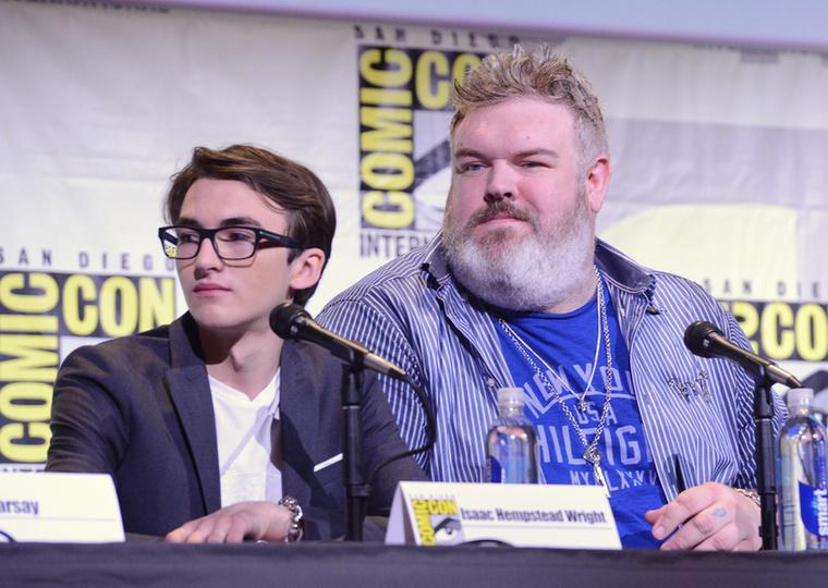 Egészen vicces egymás mellett Bran Stark (Isaac Hempstead Wright) és Hodor (Kristian Nairn).