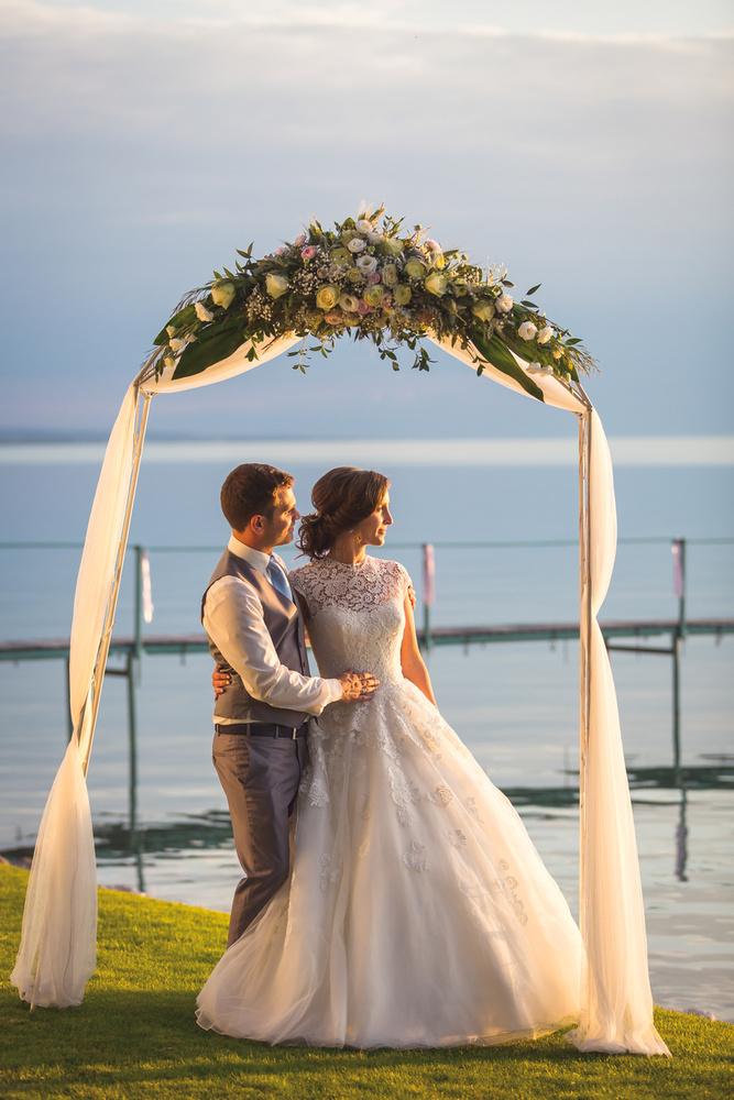 Az egyik balatonvilágosi szállodában csak idén harminc esküvőt bonyolítanak le, de