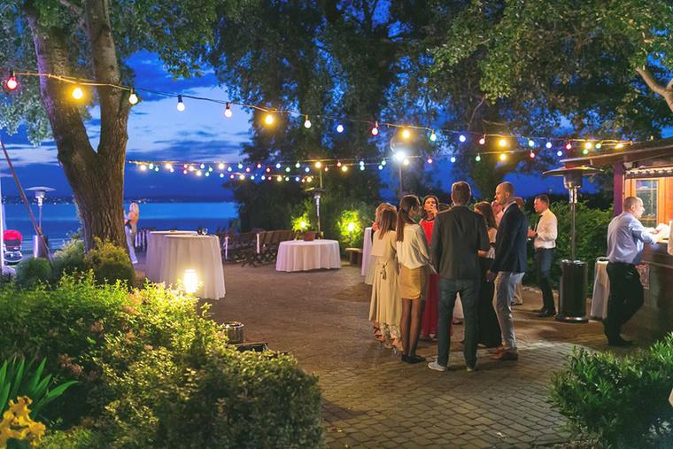 Az, hogy mennyibe kerül egy ilyen kaliberű esküvő a Balatonon, sok mindentől függ