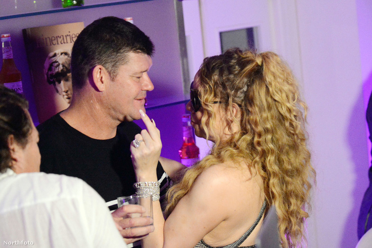 Az énekesnő és üzletember (médiavállalkozó, milliárdos) szerelme Caprin nyaralnak, július 25-én egy nightklubba mentek szórakozni.