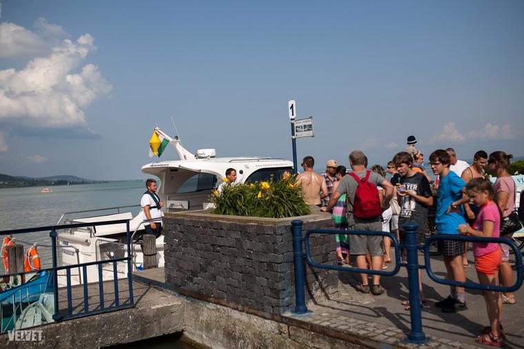 A menetrend szerint közlekedő hajójáraton kívül, hatalmas az érdeklődés a vízitaxira is.
