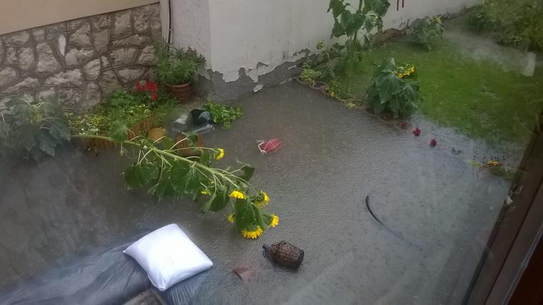 Lehet, hogy önhöz még nem ért el a vihar, de ami késik, nem múlik! Készüljön fel, mert lehet, hogy az ön kertjét is elárasztja a víz!