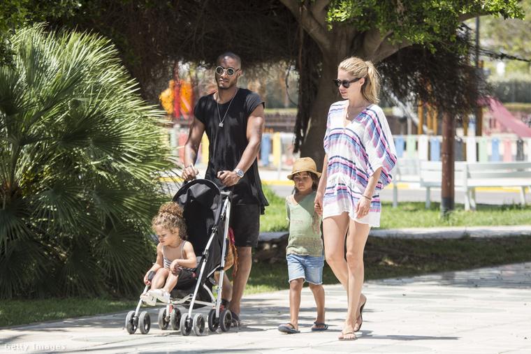 Doutzen Kroes szupermodell a férjével, Sunnery James zenésszel nyaralt Ibizán, ami egyáltalán nem az első eset