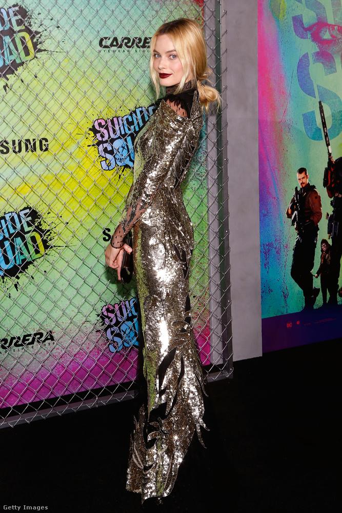 Minden bizonnyal nem ma hallja először a hírt, hogy bemutatták a Suicide Squad-Öngyilkos osztag című filmet New Yorkban (ott készült ez a kép Margot Robbieról)