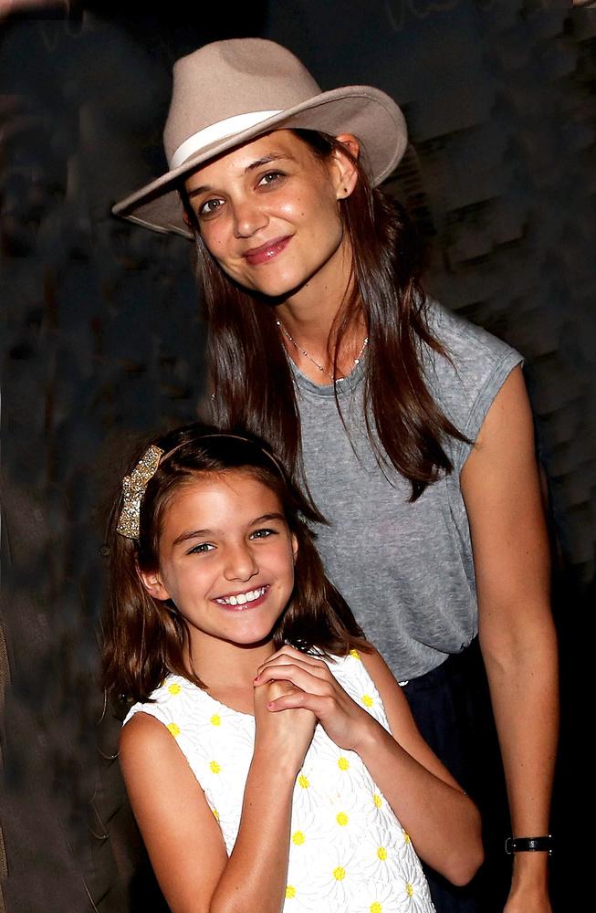 Suri Cruise és Katie Holmes egy Broadway-musicalt, a Finding Neverlandet nézték meg New Yorkban.