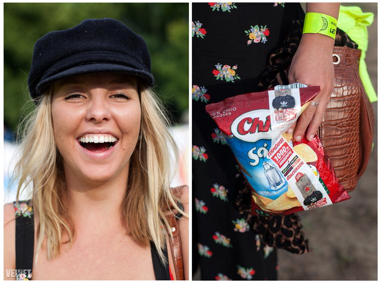 Szintén az ausztrál társasághoz tartozott ez a boldog lány, akinek van egy csipsze
