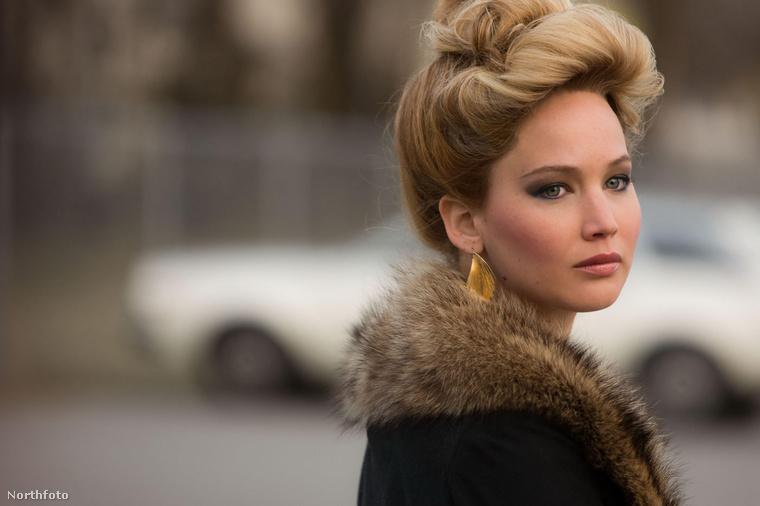 """Jennifer Lawrence az élő példa rá, hogy a tipikus """"szomszéd lány"""" típusú színésznőkre is van igény, nem csak az elérhetetlen, szupermodell alkatú, magukat nagyra tartó dívákra."""