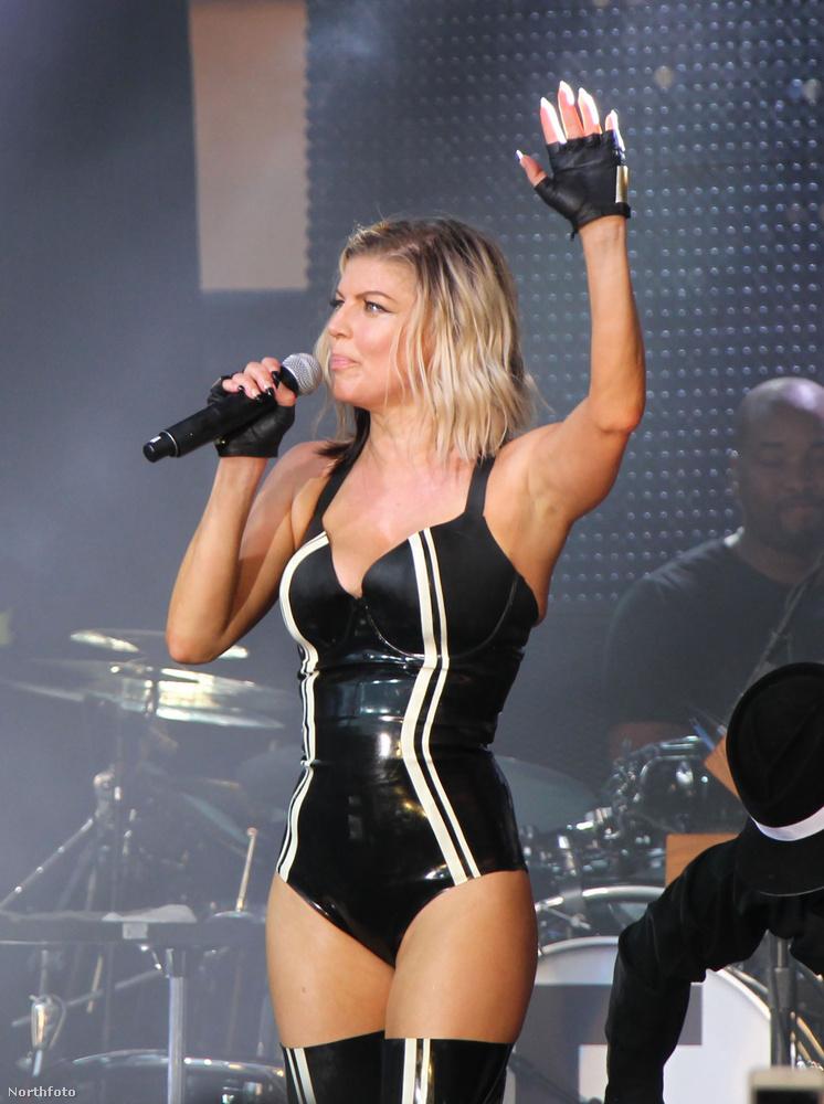 hogy az énekesnő egészen elképesztő formában van.