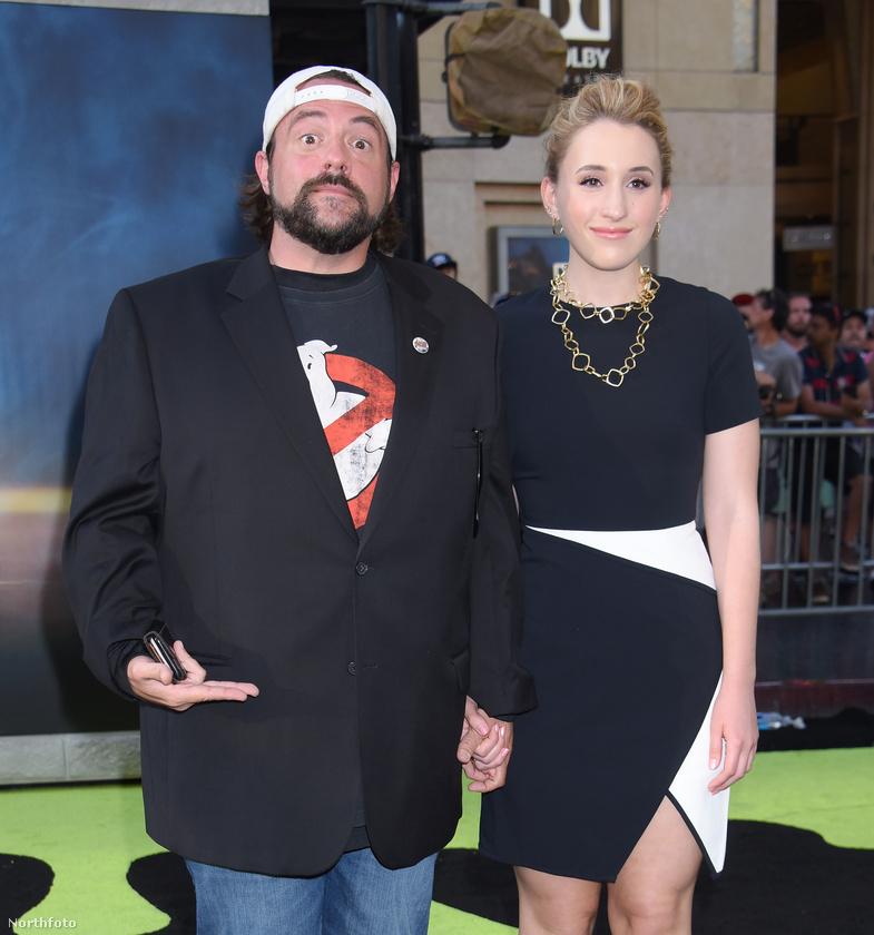 Ő a leginkább Néma Bobként ismert Kevin Smith lánya, aki szintén színészkedik, de átütő sikert még nem igazán ért el