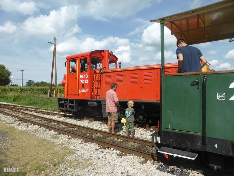 Somogyszentpálban az a program, hogy a mozdonyt átteszik a vonat elejéről a végére.