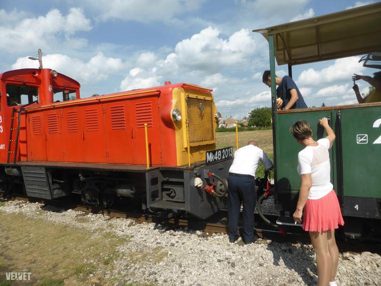 Ahogy a mozdony átkerül a vonat végére, a vége válik a vonat elejévé.