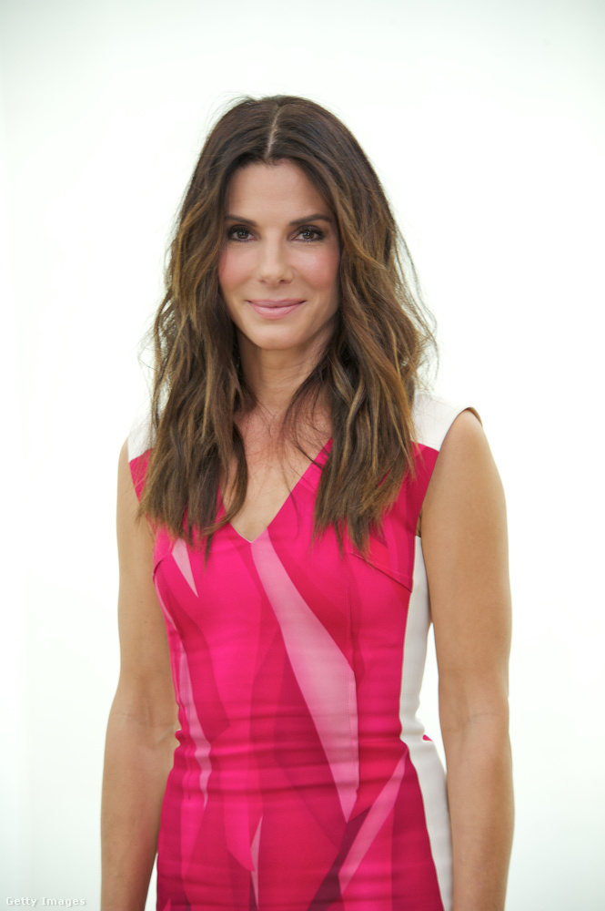 A világ egyik legjobb nőjeSosem titkoltuk, hogy szeretjük Sandra Bullockot, és kívül, belül jó nőnek tartjuk