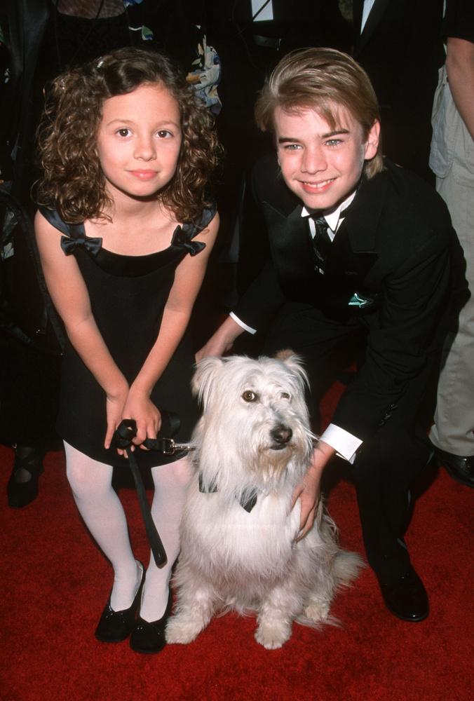 A kép bal oldalán Mackenzie Rosmant láthatja, aki hétévesen kapta meg Ruthie szerepét.