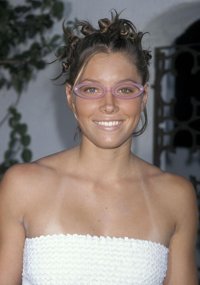 Jessica Biel a sorozat jócsaja volt, a legidősebb nővér, Mary.