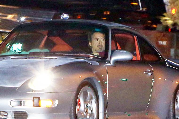 Ezek a képek augusztus 17-én készültek, amikor a színész Malibuban furikázott a Porschéjával
