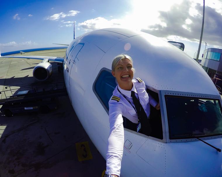 A 32 éves Maria Petterson nemcsak csinos, de a munkája is rendkívül érdekes: élete nagy álmát váltotta valóra azzal, hogy pilóta lett